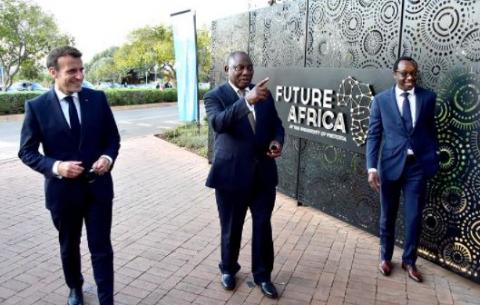 SA President Cyril Ramaphosa and French President Emmanuel Macron with University of Pretoria Vice Chancellor, Tawana Kupe.