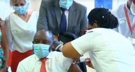 President Cyril Ramaphosa gets vaccinated.